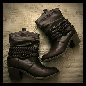 Brown faux leather boots Braided straps buckle